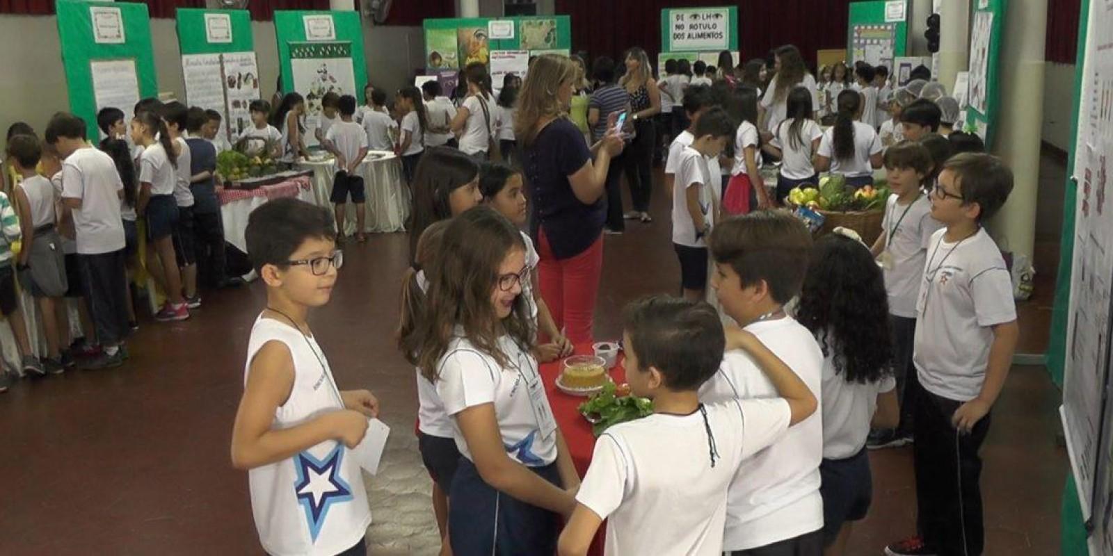 Alimentação saudável para crianças através da Escola