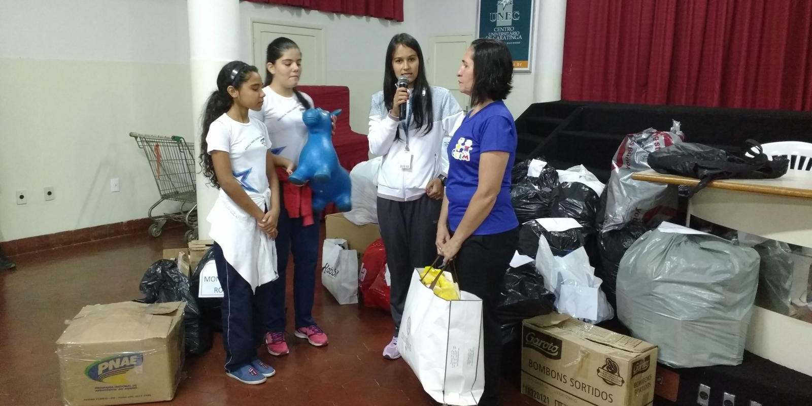 Professores desenvolvem Projeto Solidariedade e alunos arrecadam donativos para asilos e creches de Caratinga