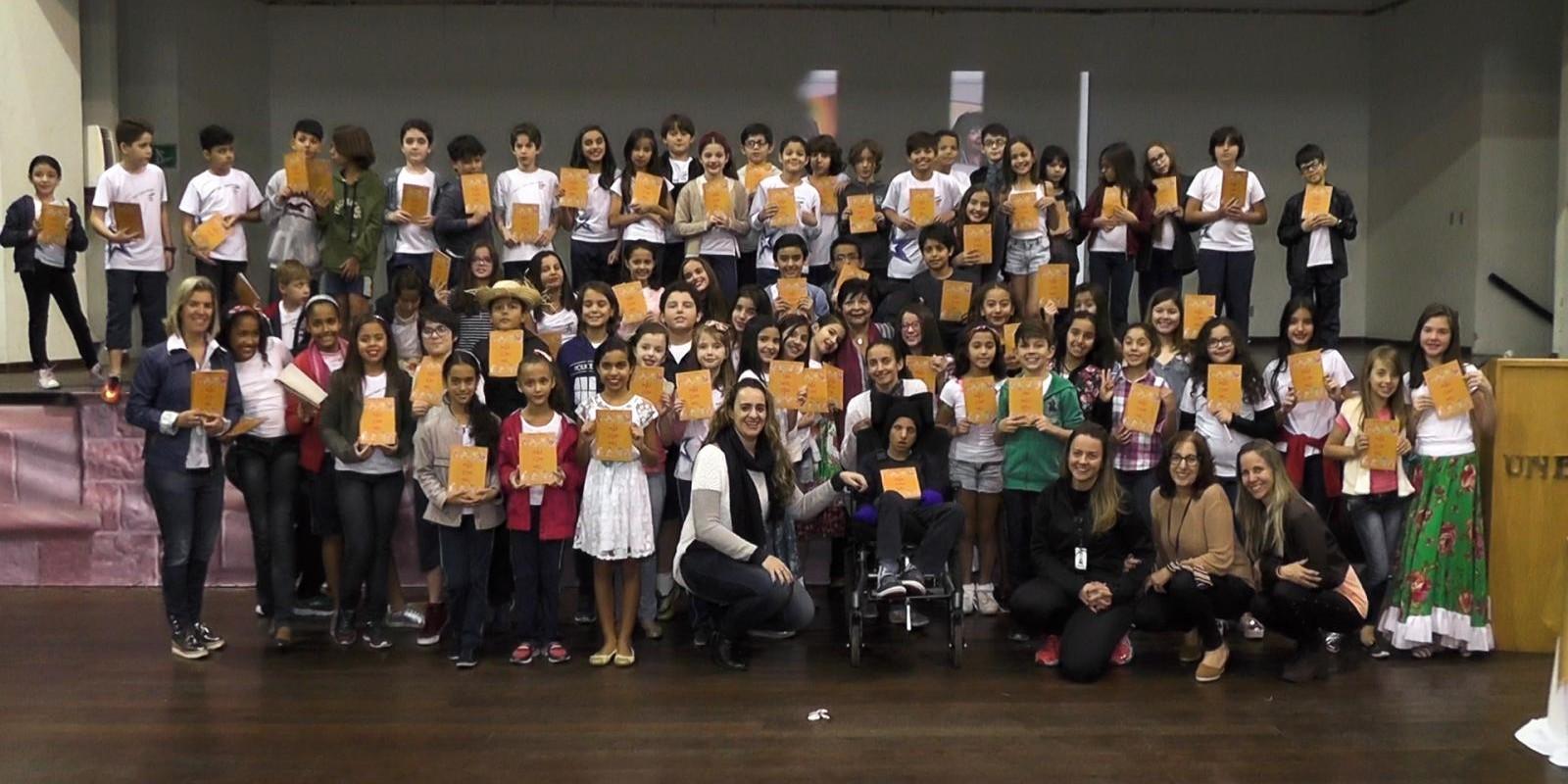 TARDE LÍRICA: Escritora Marilene Godinho recebe homenagens de alunos do ensino fundamental