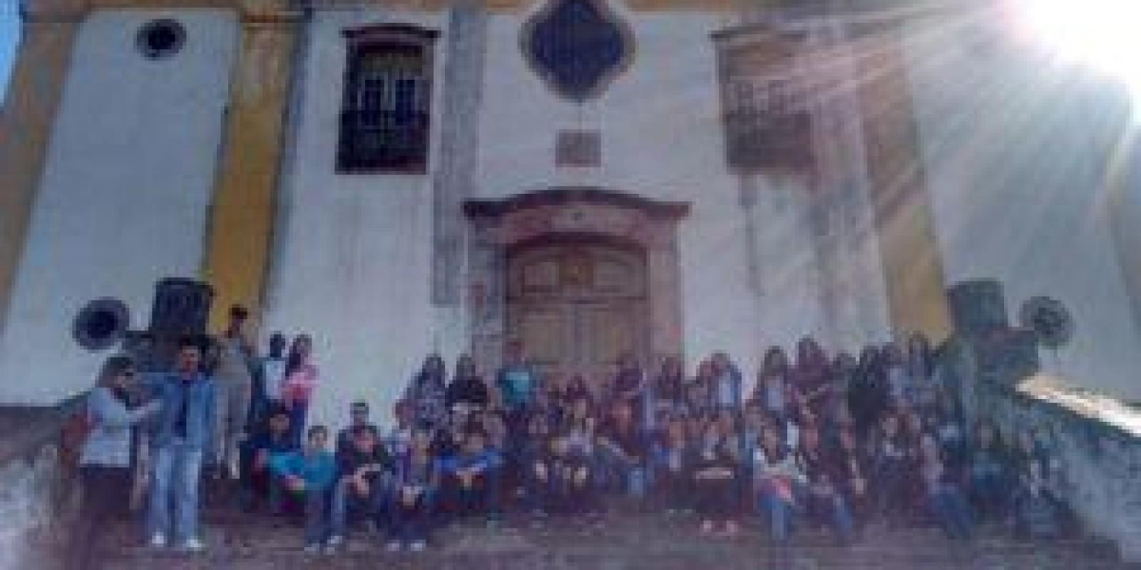 Alunos da Escola Professor Jairo Grossi realizam trabalho de campo em Ouro Preto