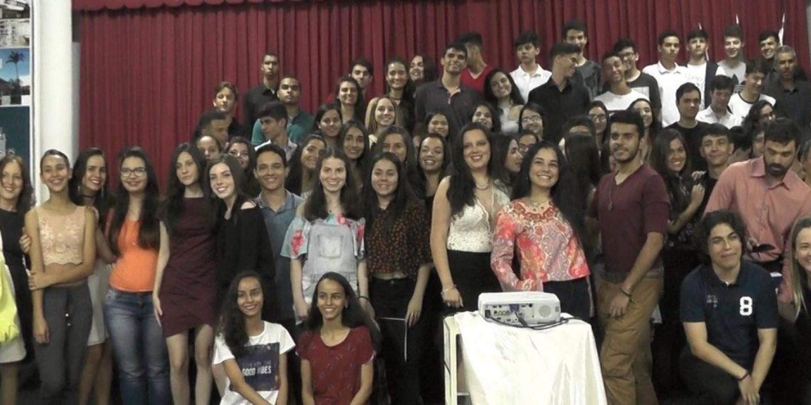 Alunos do Ensino Médio da escola Professor Jairo Grossi lançam publicação especial