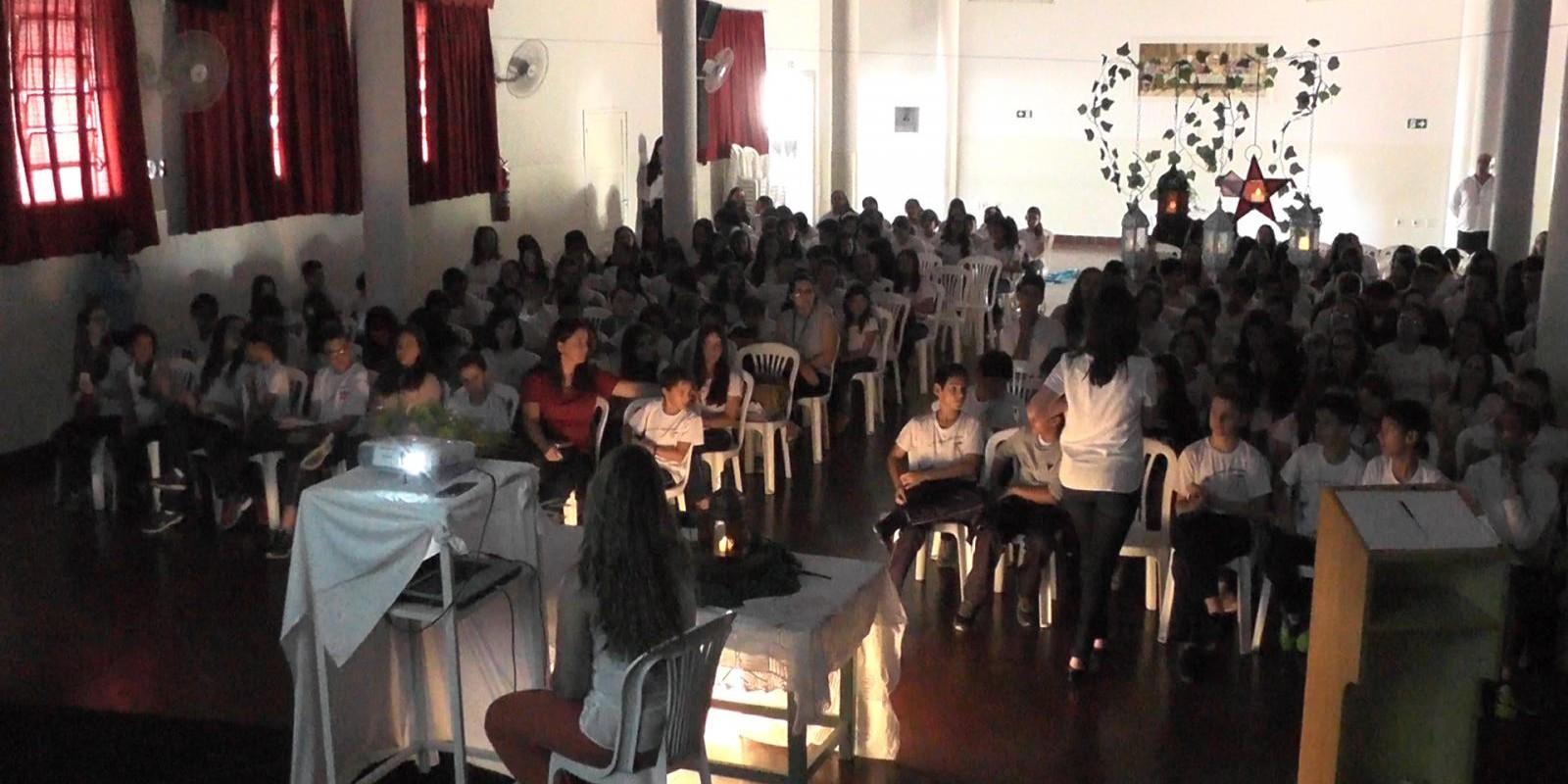 Escola promove evento ecumênico em comemoração a Páscoa