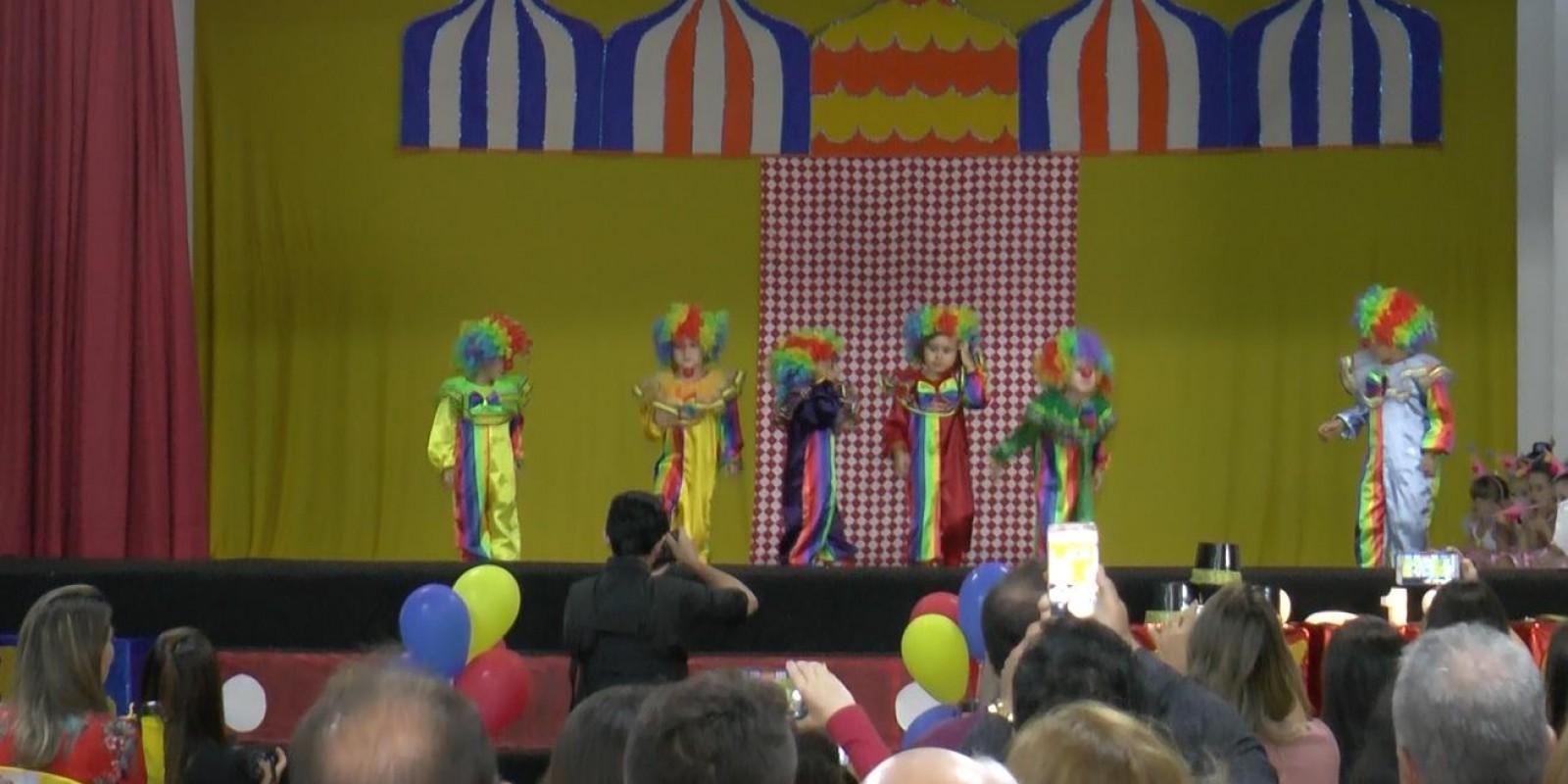A arte de aprender brincando: projeto escolar promove a prática de atividades circenses e o uso de fantasias