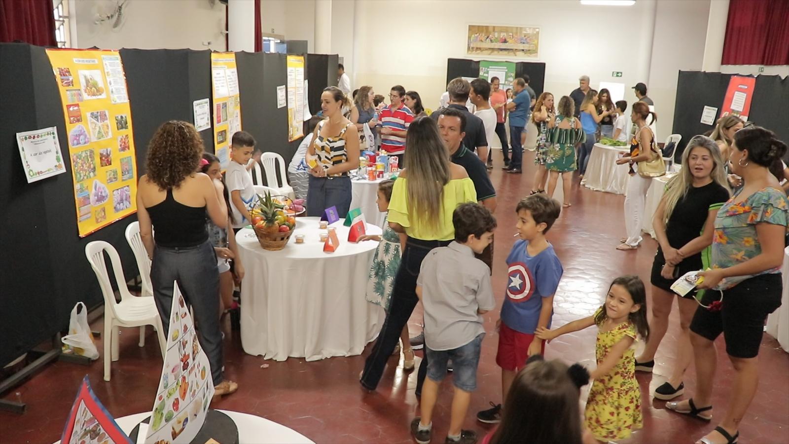 Escola Professor Jairo Grossi promove III Mostra do Conhecimento
